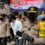 Kakorlantas Polri bersama Atta Halilintar Bagikan Bantuan Polri kepada Masyarakat Terdampak PPKM Darurat